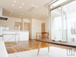 http://www.kkf.co.jp/g/simada/gv_monnaka/room/601/gv_monnaka_601_7f-living_01.jpg